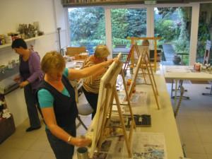 aan het werk in atelier